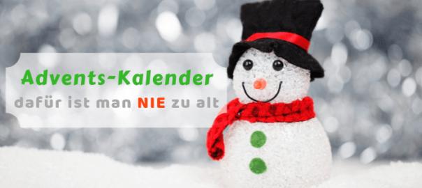 Kleiner Schneemann mit Zylinder und rotem Schal freut sich auf einen Adventskalender